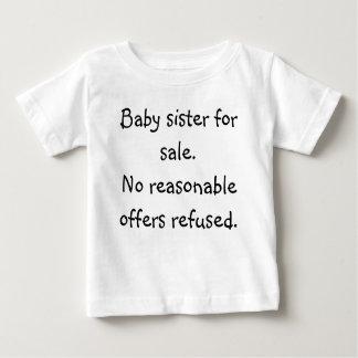 De zuster van het baby voor verkoop. Geen Baby T Shirts