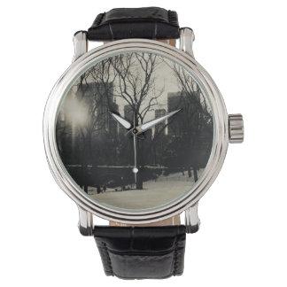 de zwart-witte, brug van Brooklyn, NYC Horloge