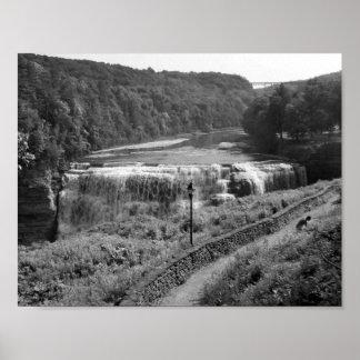 De zwart-witte Foto van de Waterval Poster