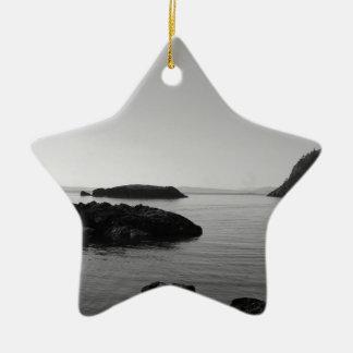 De zwart-witte OceaanScène van de Zonsondergang Keramisch Ster Ornament