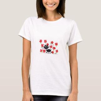 De Zwarte Kat van de cartoon en rode bloemen T Shirt