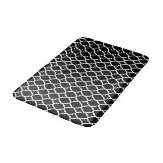 De zwarte witte badmat van het quatrefoilpatroon