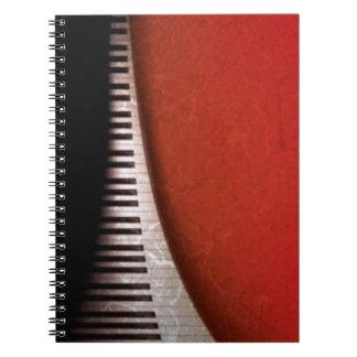 De zwarte Witte Piano sluit de Rode Druk van het Ringband Notitie Boeken