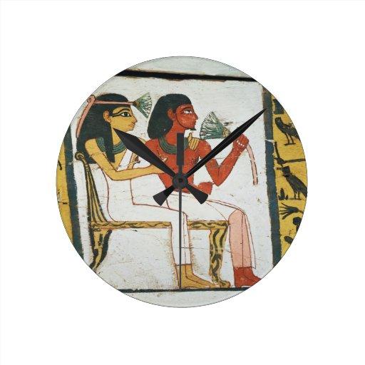 Detail van de decoratie van een sarcofaag van l ronde klok medium zazzle - Decoratie van een gang ...
