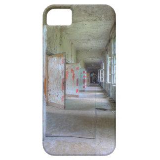 Deuren en Gangen 02.1, Verloren Plaatsen, Beelitz Barely There iPhone 5 Hoesje