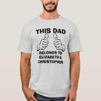 Deze Papa behoort om de Kinder Namen van de Douane T Shirt