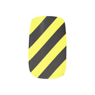 diagonale zwart en gele strepen nagelfolies