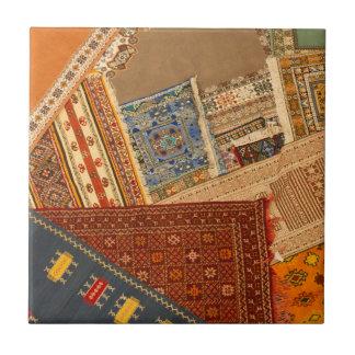 Dichte Omhooggaand van de Collage van het tapijt Tegeltje