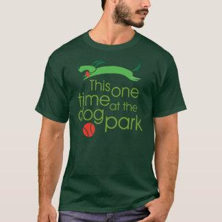 Dit één keer, bij de T-shirt van het hondpark