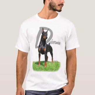Doberman Pinscher met de t-shirt van de rassennaam