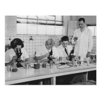 Doe Wetenschap - Vintage Foto Briefkaart