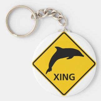 Dolfijn die het Teken van de Weg kruisen Basic Ronde Button Sleutelhanger
