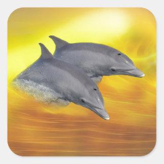 Dolfijnen die de golven surfen vierkante sticker