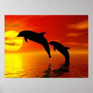 Dolfijnen die het Poster van de Zonsondergang spri