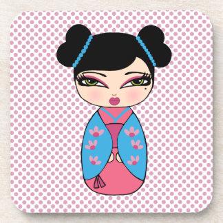 Doll 2 van Kokeshi onderzetters met cork rug -