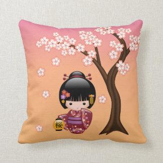 Doll van Kokeshi van Sakura - het Meisje van de Sierkussen