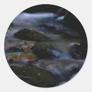 donkere beweging van water ronde sticker