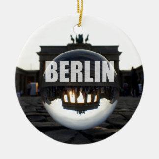 Door de kristallen bol, de Poort van Brandenburg Rond Keramisch Ornament