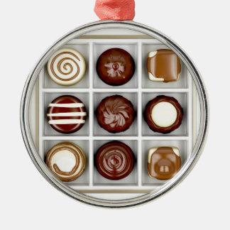 Doos met chocoladesnoepjes zilverkleurig rond ornament