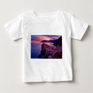 Dorp op het Landschap van de Rivier Baby T Shirts