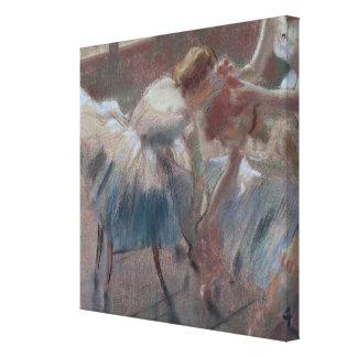 Drie Dansers die voor Klasse voorbereidingen Canvas Print