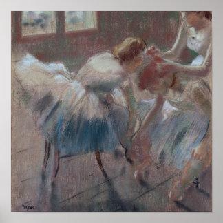 Drie Dansers die voor Klasse voorbereidingen Poster
