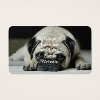 Droevige pug - hond die ligt - hond ziet - leuk visitekaartjes