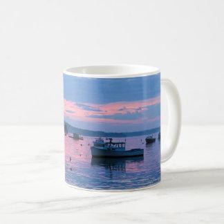 Dromerige de zonsondergangmok van de visser koffiemok