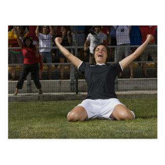Duits vrouwelijk voetballer het vieren doel briefkaart