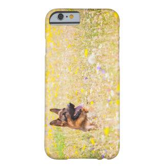 Duitse herder in de bloemen van de Lente Barely There iPhone 6 Hoesje