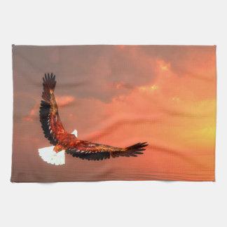 Eagle die aan de 3D zon vliegen - geef terug Theedoek