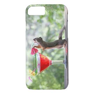 Eekhoorn die een Cocktail drink bij Gelukkig Uur iPhone 8/7 Hoesje
