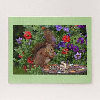 Eekhoorn die in Tuin dineren Puzzel