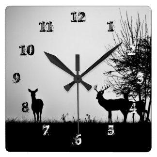 Een afbeelding van sommige herten in de ochtendmis vierkante klok