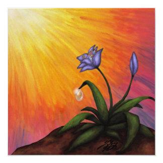 een bloem met een waterdrop in het glanzen licht 13,3x13,3 vierkante uitnodiging kaart
