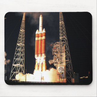 Een delta IV Zware raket lanceert Muismat