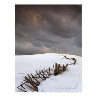 Een gebroken Omheining langs een Sneeuw Behandeld Briefkaart