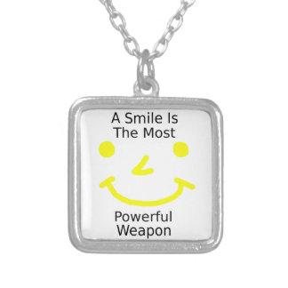 Een glimlach is het Krachtigste Wapen (Gezicht Zilver Vergulden Ketting