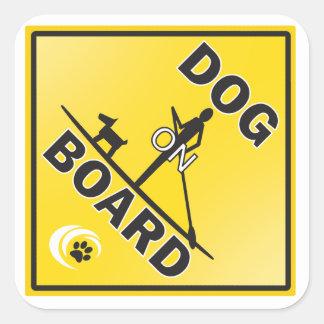 Een grote sticker voor een hond die paddleboarder
