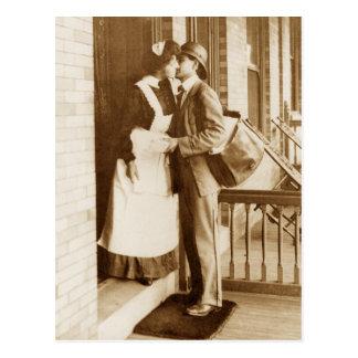 Een kus van de brievenbesteller briefkaart