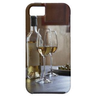 Een lijst met fles en twee glazen van het Spaans Tough iPhone 5 Hoesje