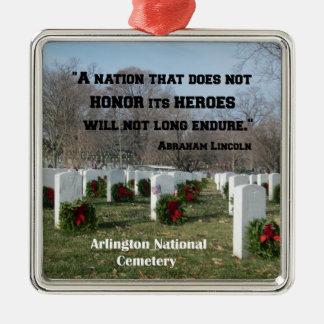 Een natie die zijn helden niet eert zilverkleurig vierkant ornament