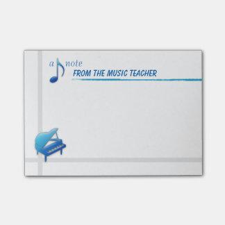 Een nota van de Leraar van de Muziek (kleverige Post-it® Notes