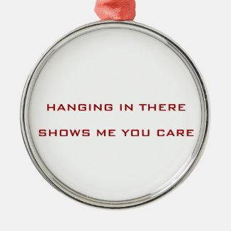 Een orniment die aardig om als gift is te geven zilverkleurig rond ornament