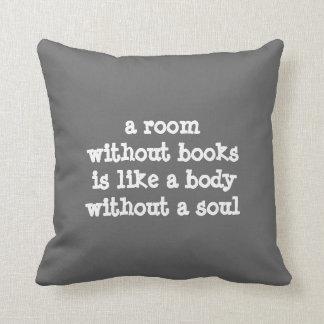 Een ruimte zonder het citaat van boekenCicero'n Sierkussen