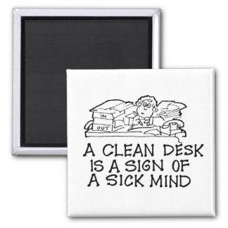 Een schoon Bureau is een Teken van een Zieke Vierkante Magneet