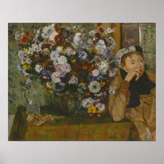 Een vrouw Gezet naast een Vaas van Bloemen Poster