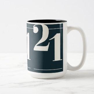 eenentwintig tweekleurige koffiemok