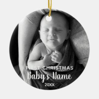 Eerste Kerstmis van de baby - Moderne Kalligrafie Rond Keramisch Ornament
