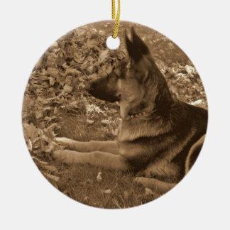 Eerste Kerstmis van het puppy Rond Keramisch Ornament